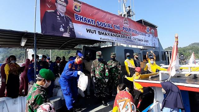300 Paket Sembako Dibagikan Kepada Masyarakat Nelayan Pulau Pahawang