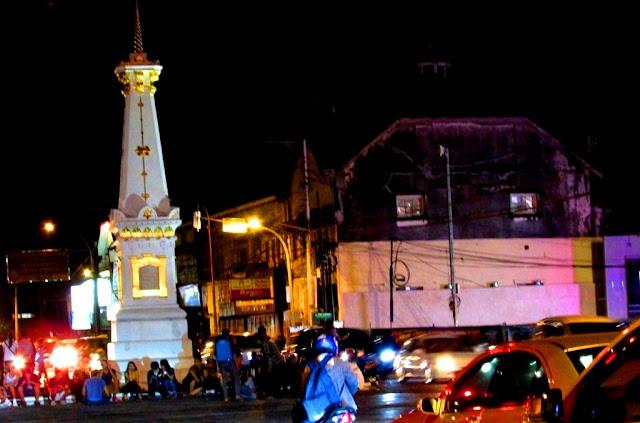 Image Tugu Jogja, Tempat Wisata Menarik Romantis di Malam Hari