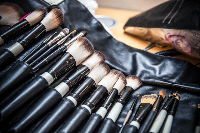 Selecting the correct eyeshadow brushes by barbies beauty bits