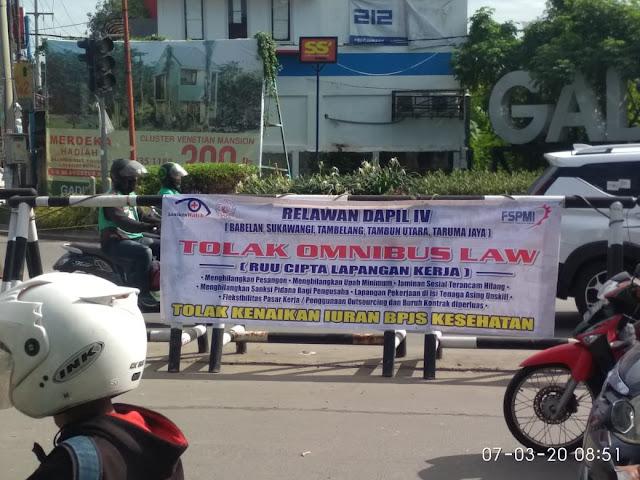 Nurfahroji Sebarkan Leaflet Sosialisasi Bahaya RUU Omnibus Law