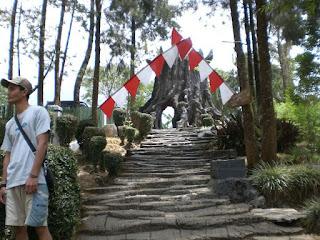 Obyek wisata goa selarong yogyakarta yang bersejarah