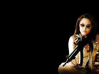 Angelina Jolie in Sunglasses with a M4 Rifle HD Wallpaper