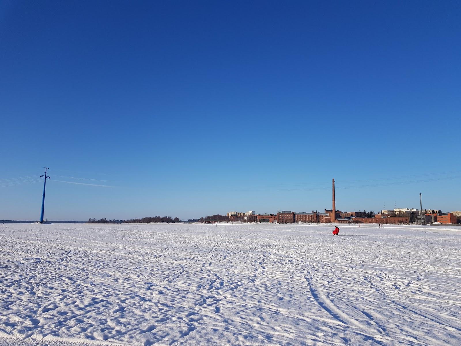 luistelu meren jäällä