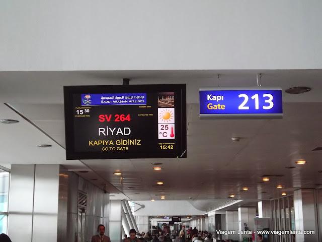 Uma viagem com a Saudia Airlines e escala em Riyad, Arábia Saudita 1