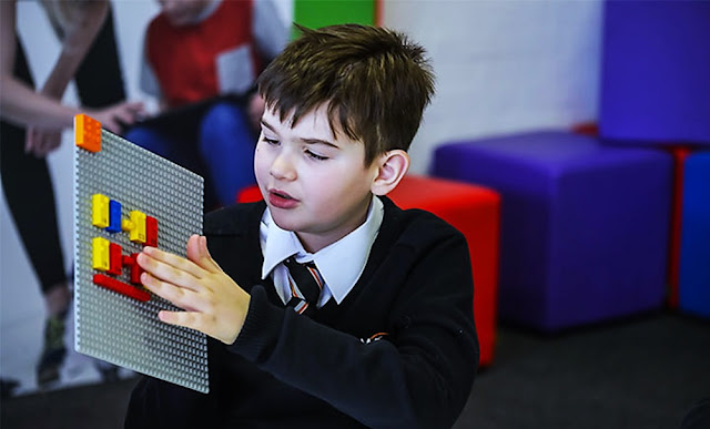 Lego lanza ladrillos Braille