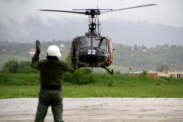 600_1482503658vojni_helikopter_slijetanje.jpg (600×400)
