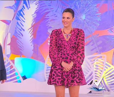 Bianca Guaccero vestito rosa animalier detto fatto 9 marzo