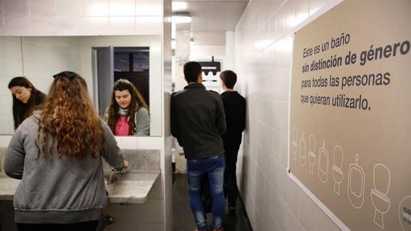 Inauguran el primer baño sin distinción de género en una universidad argentina -
