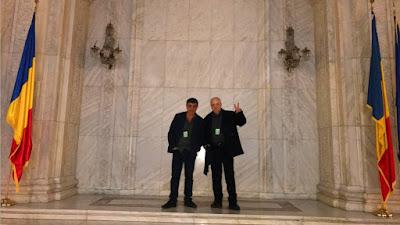 Karen Movsziszian y Jaume Anguera en el Parlamento de Bucarest