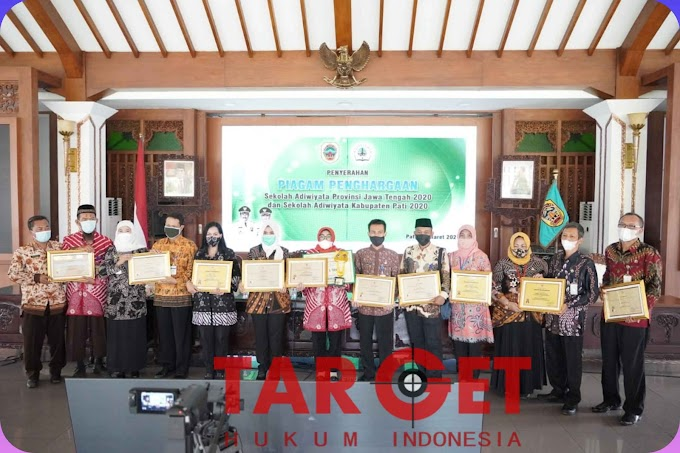 Bupati Pati Serahkan Penghargaan Sekolah Adiwiyata nb Provinsi dan Kabupaten