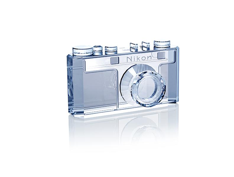 Модель фотокамеры Nikon из кристалла Swarovski
