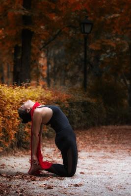 Girl-performing-Ustraasana-around-the-trees