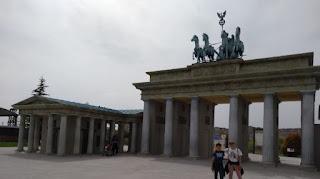 Torrejón de Ardoz, Parque Europa. Puerta de Brandeburgo, Berlín.