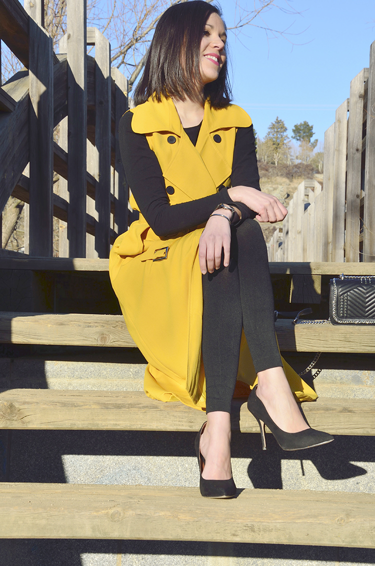 chaleco_amarillo_trends_gallery_black_outfit_look_yellow_maxi_waistcoat