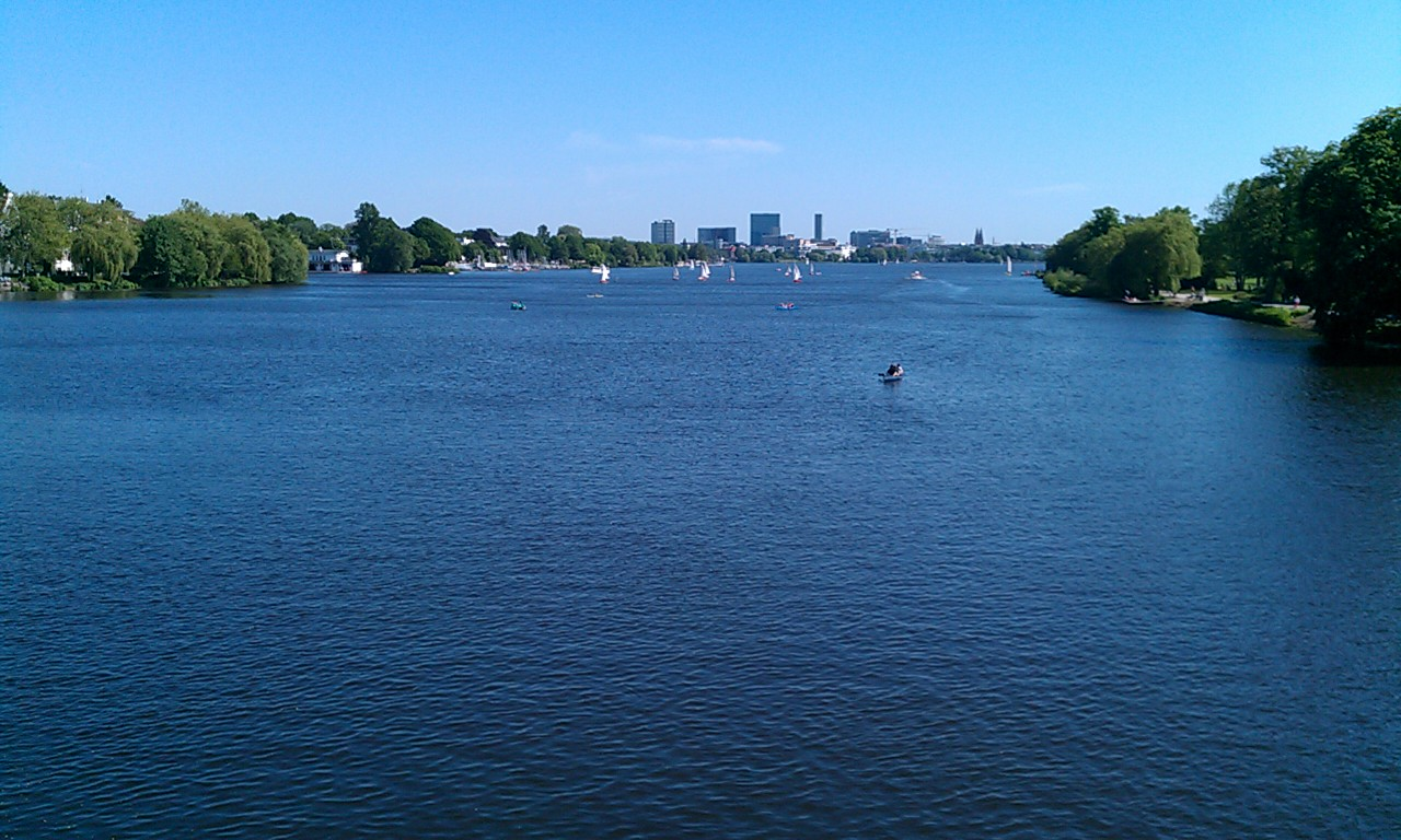 running routes hamburg alster lake germany running route. Black Bedroom Furniture Sets. Home Design Ideas