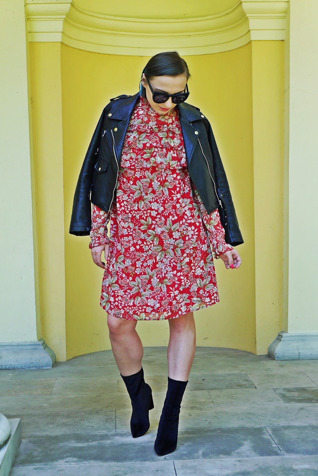 9_sukienka_falbanki_kwiaty_bonprix_skarpetkowe_botki_renee_karyn_blog-Modowy_140518