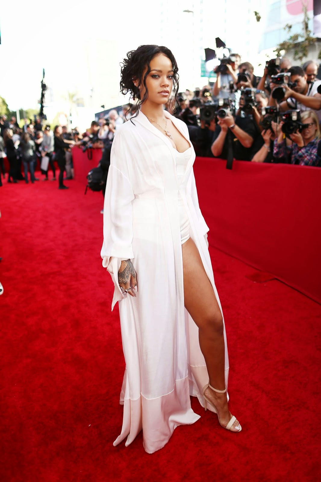 Rihanna in a lingerie inspired look at the 2014 MTV Movie ...