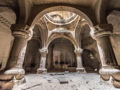 Interior Monasterio de Geghard