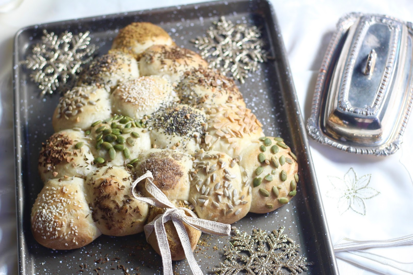 Dinner Rolls Christmas Tree – Diary of a Mad Hausfrau