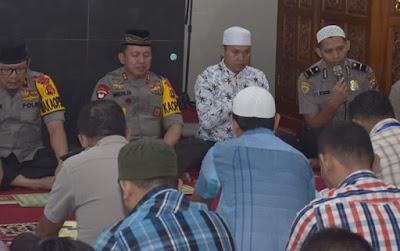 Kapolda Jambi Hadiri Kegiatan Pengajian Rutin Binrohtal Polda Jambi Di Masjid Al-Ikhlas Mapolda Jambi