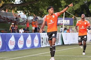 Cibao FC golea 4-0 a Vega Real con 2 goles de Parra