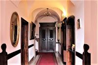Miłków - pałacowy korytarz