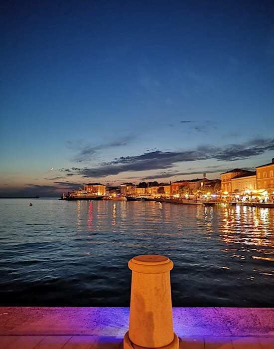 schöne Flaniermeile Porec Kroatien