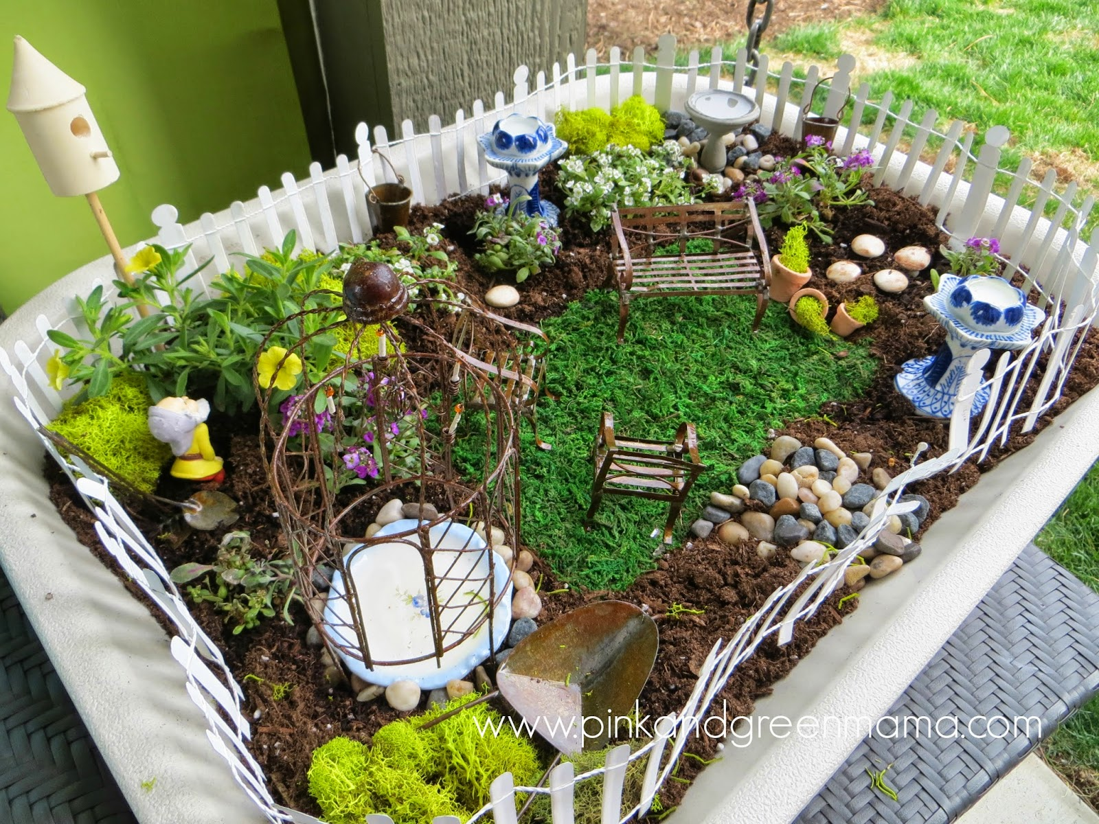 Pink and green mama simple fairy garden for kids for Fairy garden box ideas