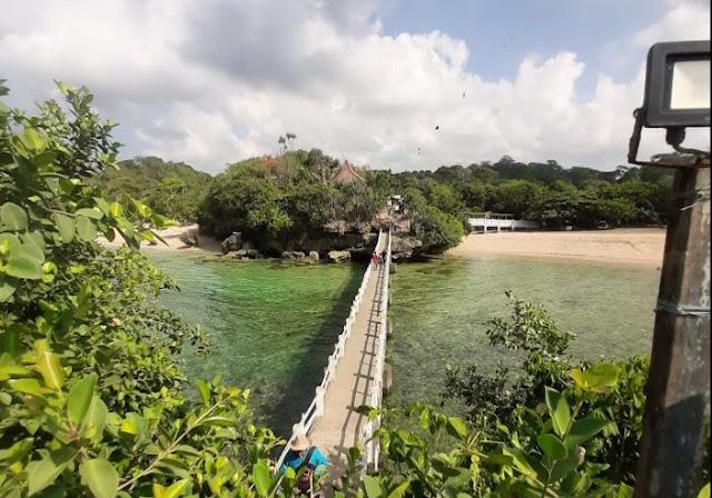 Pantai Balekambang : Harga tiket masuk, Lokasi dan Fasilitas