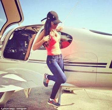 Sisy Arias, 29 anos era a co-piloto do avião que transportava a Chapecoense. Foto Reprodução.