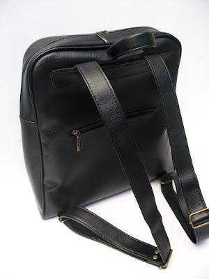 Detalle del bolsillo con cierre en la espalda.