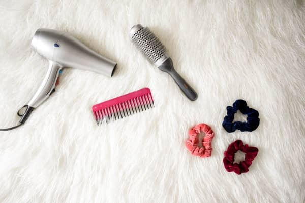 cara mengatasi rambut kering dan kasar dengan membatasi penggunaan hair dryer