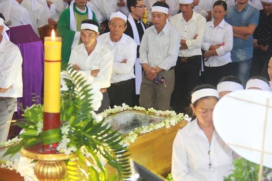 Ngày thứ Ba: Kính viếng và cầu nguyện cho Đức cha Phanxicô Xaviê Nguyễn Văn Sang - Ảnh minh hoạ 23