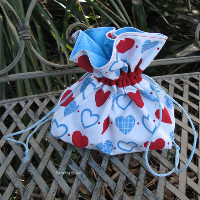 How to make a lined Drawstring Bag with contrasting fabric ... this tutorial will show you how ~ Threading My Way