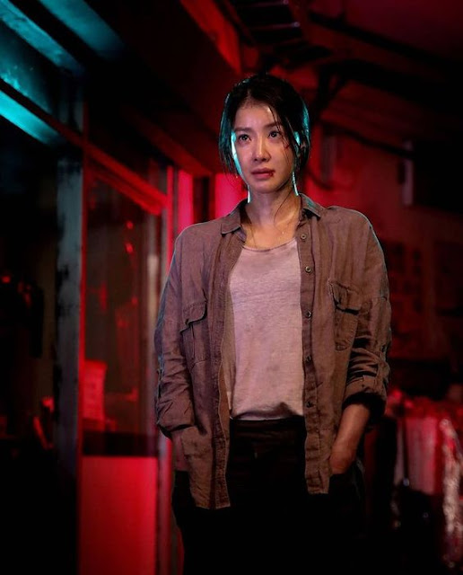 Lee Si-Young as Seo Yi-Kyung dalam Drama Korea Sweet Home