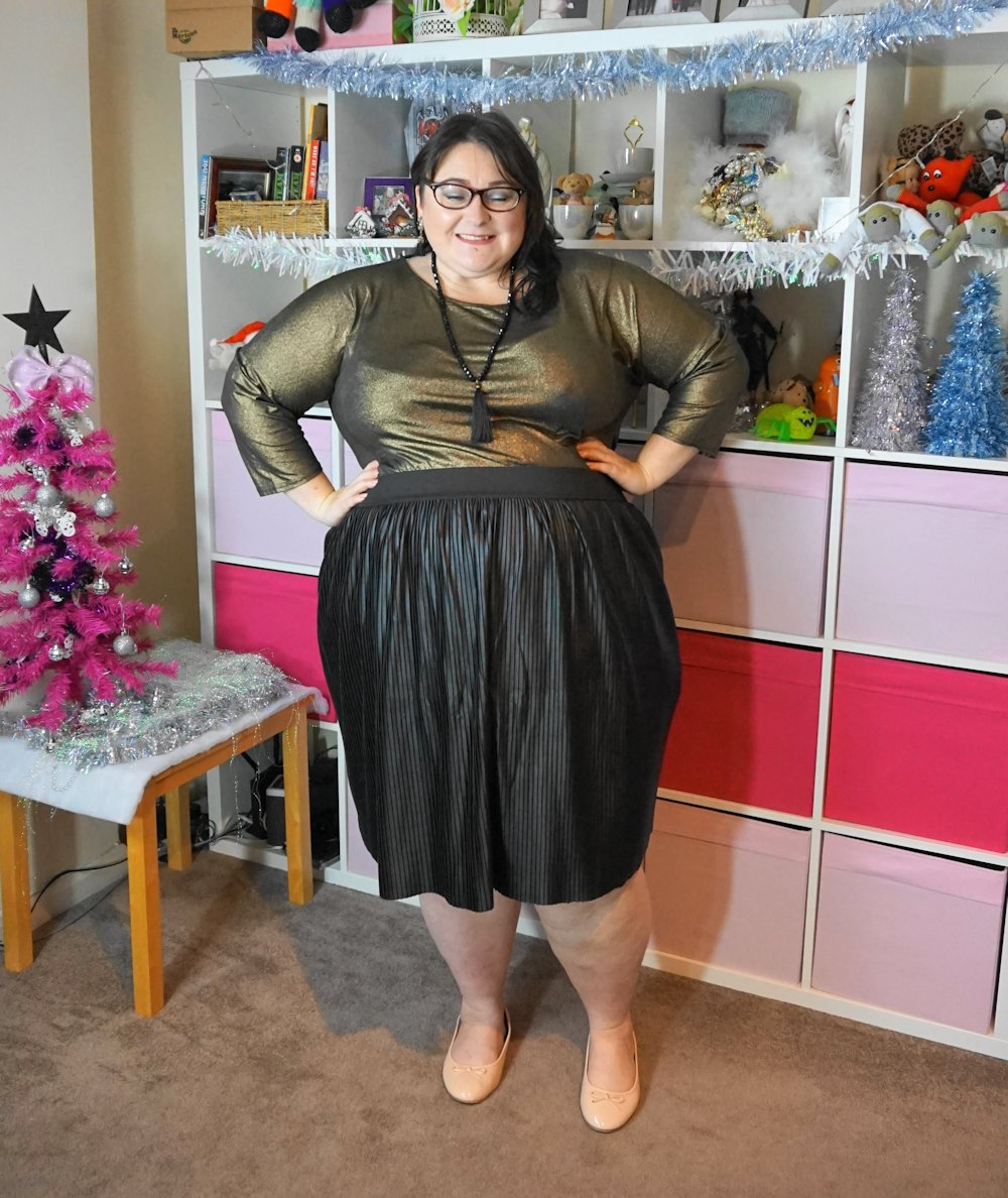 Glitz on the cheap - a plus size gold and wet look outfit from Simply Be and Everything 5 Pounds //www.xloveleahx.co.uk