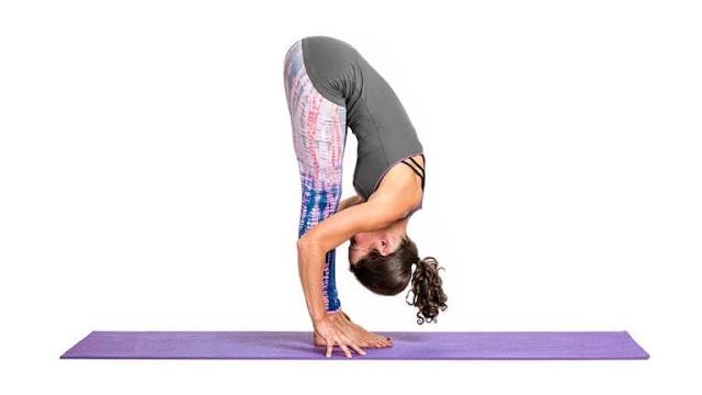Bài tập yoga tăng cường sức khoẻ Uttanasana ( Tư thế uốn công về phía trước
