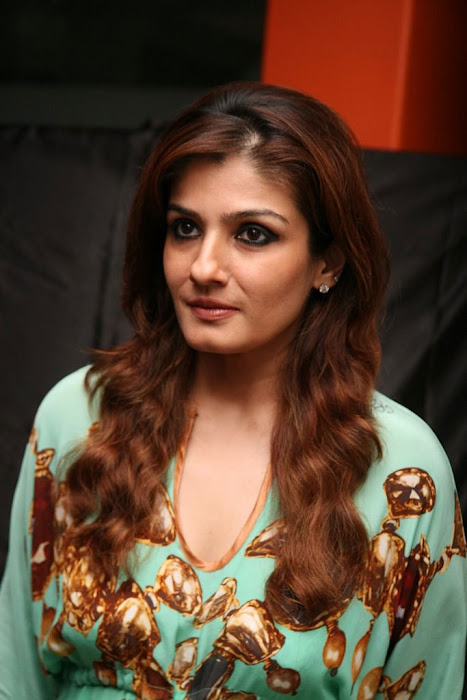 raveena-tandon-lauds-power-of-social-media
