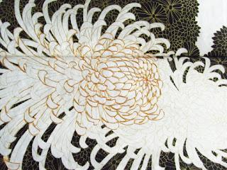 金駒刺繍の菊