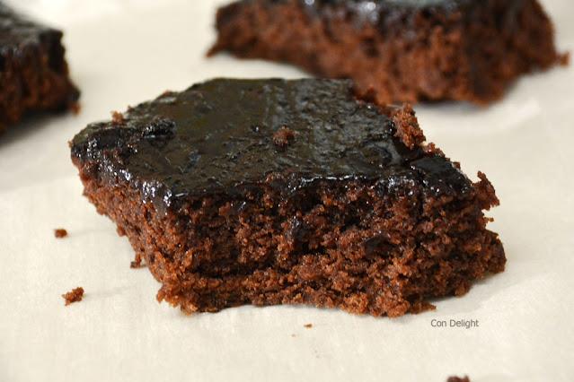 עוגת שוקולד ללא ביצים עם ציפוי קקאו