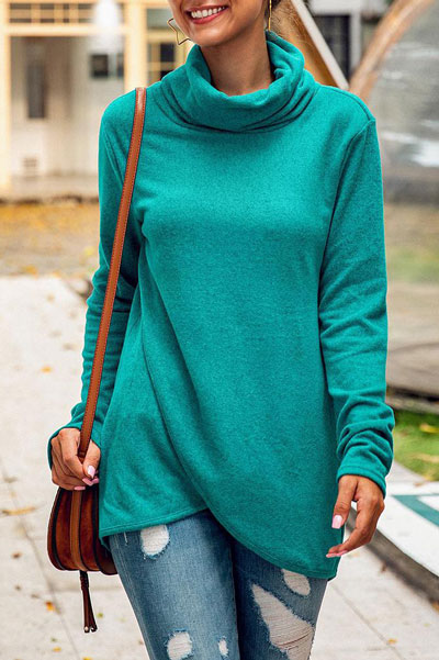 Fall in love this winter season with these cozy sweater outfits. Winter Fashion via higiggle.com #sweater #fashion