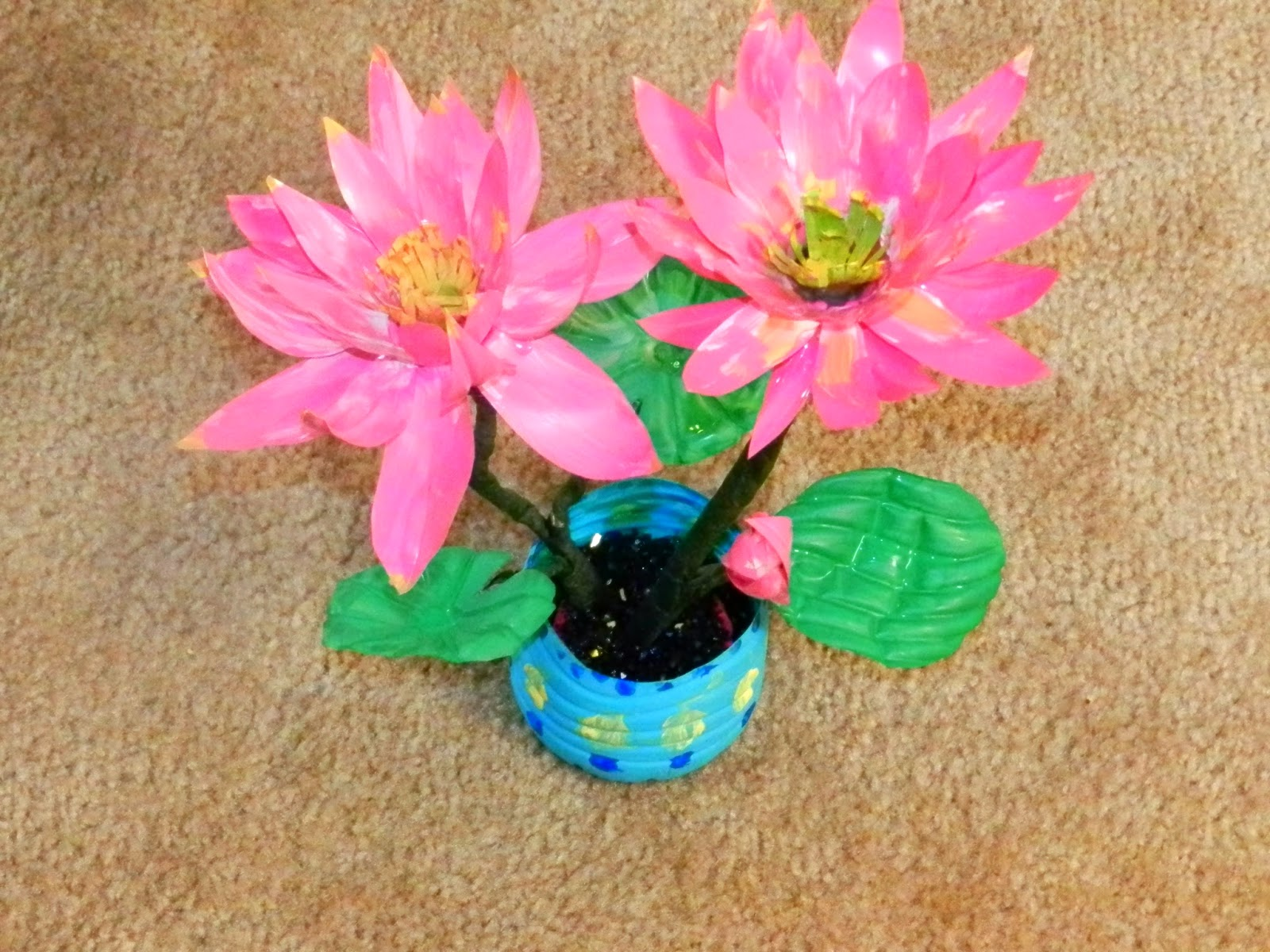 Creative diy crafts recycled diy lotus flowers with for Waste crafts making