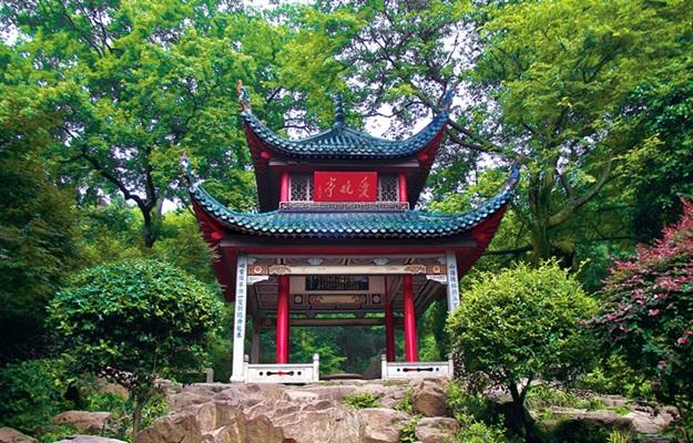 ศาลาอ้ายหว่าน (Aiwan Pavilion: 爱晚亭) @ www.visitourchina.com