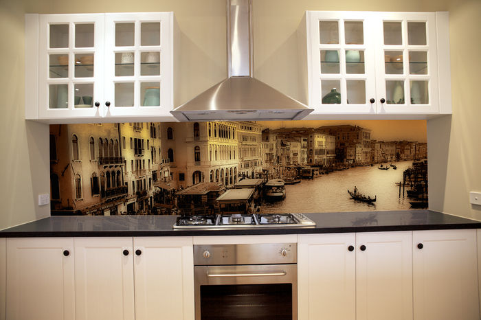 Tổng hợp những mẫu vách bếp kính cường lực in tranh 3D đẹp hết ý