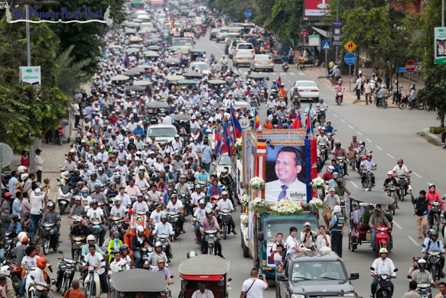 A procession marking 100 days since Kem Ley's death travels along Monivong Boulevard this month. Hong Menea