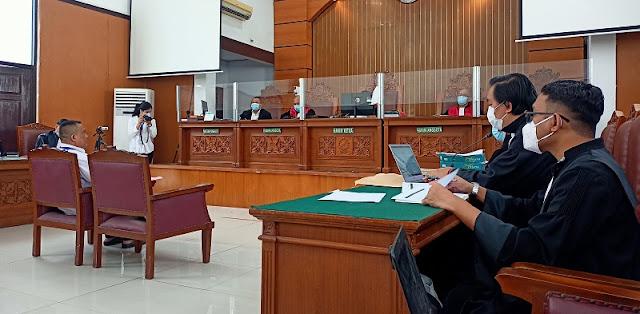 Ahli Bahasa: Cuitan Jumhur Hidayat Hanya Membuat Tersinggung Investor Primitif Dan Rakus