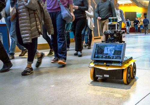 Tinuku Robot navigate pedestrian traffic using social awareness