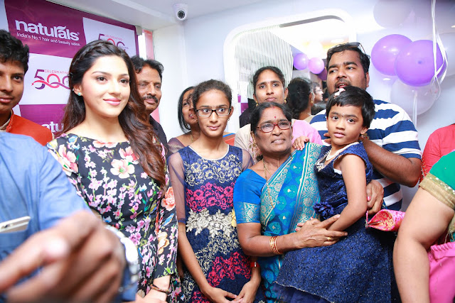 Tollywood Actress Mehreen Pirzada Inaugurates Naturals salon at Sanathnagar
