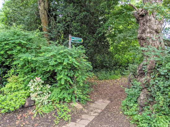Harpenden footpath 13 heading W off Amenbury Lane - point 1