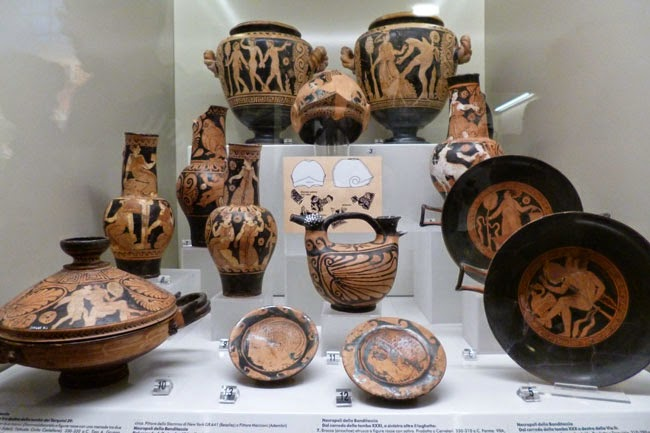 Vasos etruscos e gregos do Museu Etrusco de Roma